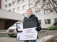 Екатеринбурженка, у которой после удаления груди изъяли двух приемных сыновей, попыталась голодовкой добиться встречи с министром, но тот заболел