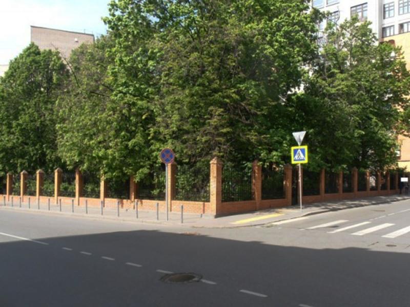 """Телеканал """"Дождь"""" продолжил серию публикаций о владельцах квартир в знаменитом доме в Шведском тупике в центре Москвы"""