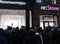 К началу работы флагманского магазина на Тверской очередь из покупателей растянулась более чем на 300 метров