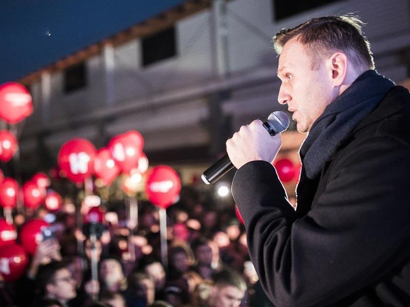 """Политик Алексей Навальный 4 ноября провел митинг в Иркутске. Мероприятие проходило на территории мебельного центра """"Москва"""", предоставленное оппозиционеру местным бизнесменом Дмитрием Толмачевым, которому перед акцией угрожали неизвестные"""