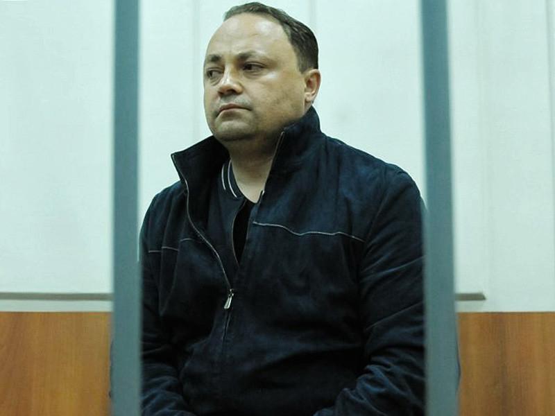 Мэр Владивостока Игорь Пушкарев, который сейчас временно отстранен от должности и с лета 2016 года находится под арестом по обвинению в коррупции, добровольно ушел в отставку и сообщил об этом в своем Facebook