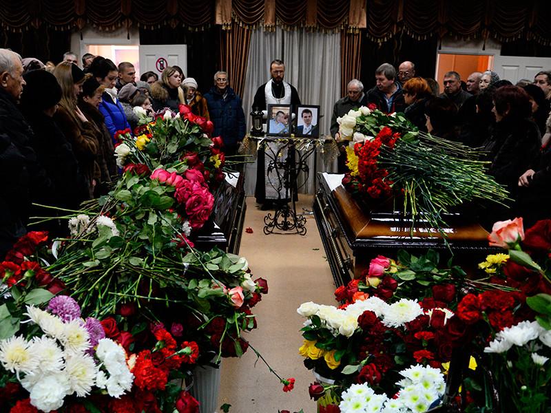 В Хабаровском крае хоронят жертв авиакатастрофы под Нельканом