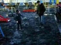 В Чувашии ребенка засосало в грязь на подступах к качелям новой детской площадки (ВИДЕО)
