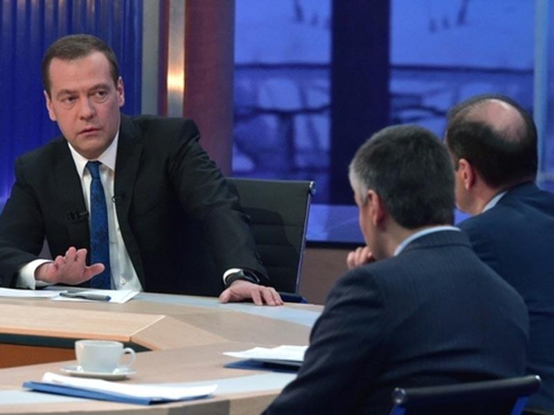 """Премьер-министр России Дмитрий Медведев в четверг, 30 ноября, в телецентре """"Останкино"""" дает ежегодное итоговое интервью пяти российским телеканалам"""