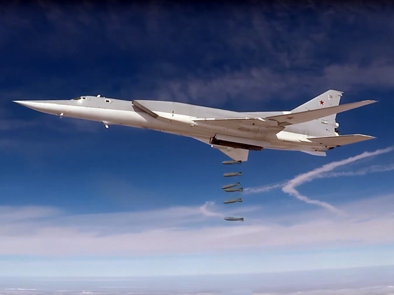 """В очередной миссии приняли участие сразу шесть стратегических бомбардировщиков, сопровождали их истребители """"Су"""", взлетевшие с базы Хмеймим"""
