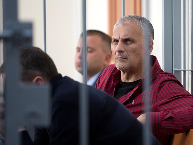 Обвиняемый в коррупции бывший губернатор Сахалинской области Александр Хорошавин рассказал о давлении на своего сына