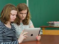 Зависание в соцсетях делает школьников косноязычными, уверена министр образования Васильева