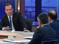 """Медведев рассказал о выборах-2018, бедности в РФ и вспомнил о """"всяких обормотах и проходимцах"""", говоря о Навальном"""