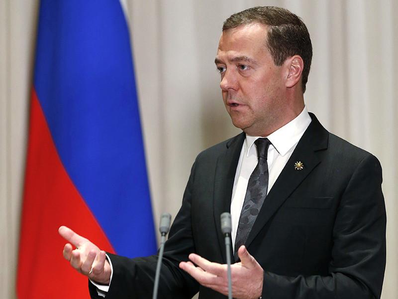 Премьер-министр России Дмитрий Медведев не стал отвечать на вопрос, будет ли он участвовать в выборах президента в марте 2018 года