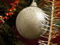 Якутский пенсионер наваял из навоза двухметровую елку со звездой и шарами (ФОТО)