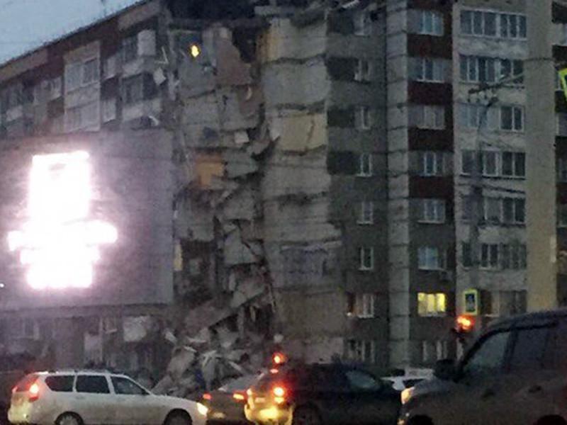 В Ижевске частично обрушился девятиэтажный жилой дом. Причиной обрушения стал взрыв бытового газа в одной из квартир