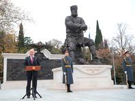 """Открытый президентом Владимиром Путиным накануне памятник императору Александру III критикуют за """"аццкие ляпы"""""""