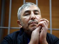 """Суд внял просьбе экс-сенатора Джабраилова """"не портить ему жизнь"""" и приговорил его к штрафу"""