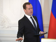 В июле пресса писала, что, несмотря на низкие рейтинги премьера, уровень доверия Путина к Медведеву настолько высок, что он впервые не отправит в отставку премьер-министра перед выборами, а оставит его во главе правительства как минимум до мая 2018 года