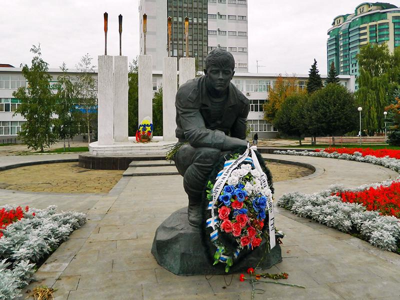 """В Самаре на установленном в городе мемориале местным жителям, """"погибшим в необъявленных войнах"""", появилось новое имя"""