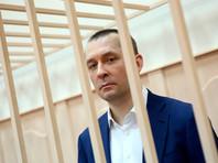 Дело в отношении Захарченко получило широкий резонанс, поскольку во взяточничестве уличили сотрудника антикоррупционного главка МВД, состояние которого, как выяснилось впоследствии, исчислялось миллиардами рублей