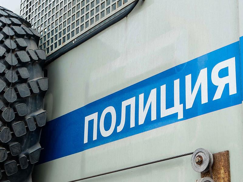В Саратове перед встречей с Навальным власти провели задержания и увезли сцену