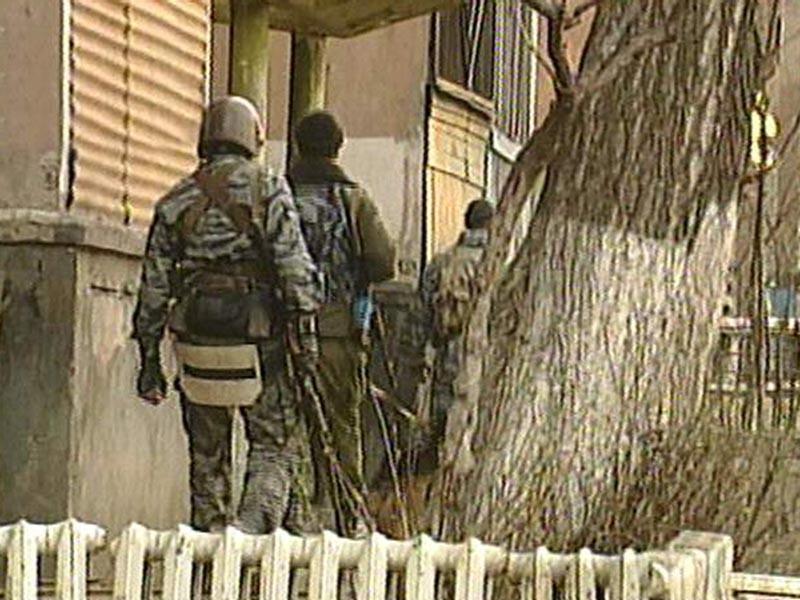 В дагестанском селе Губден во второй половине дня в субботу проходит спецоперация: там сначала разыскивали боевика, а затем окружили дом, в котором он укрылся