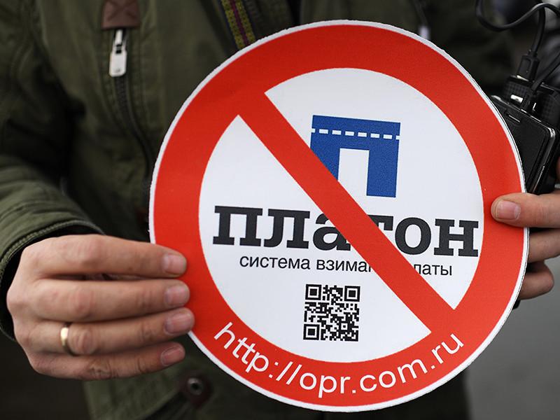 Тосненский городской суд Ленинградской области арестовал на 15 суток лидера протестующих дальнобойщиков Андрея Бажутина, задержанного за езду без прав
