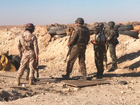 Бойцы сирийской армии во время наступления к востоку от города Дейр-эз-Зор