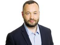 """Петербургский депутат провел """"рэп-баттл"""" с """"оппонентом Навальным"""" - в виде  картонной коробки"""
