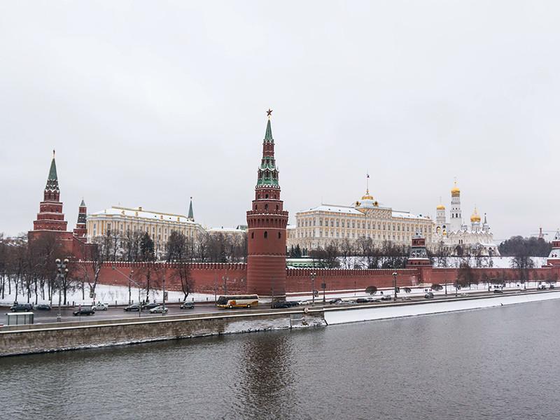 """40% россиян уверены, что России нужна """"сильная рука"""""""
