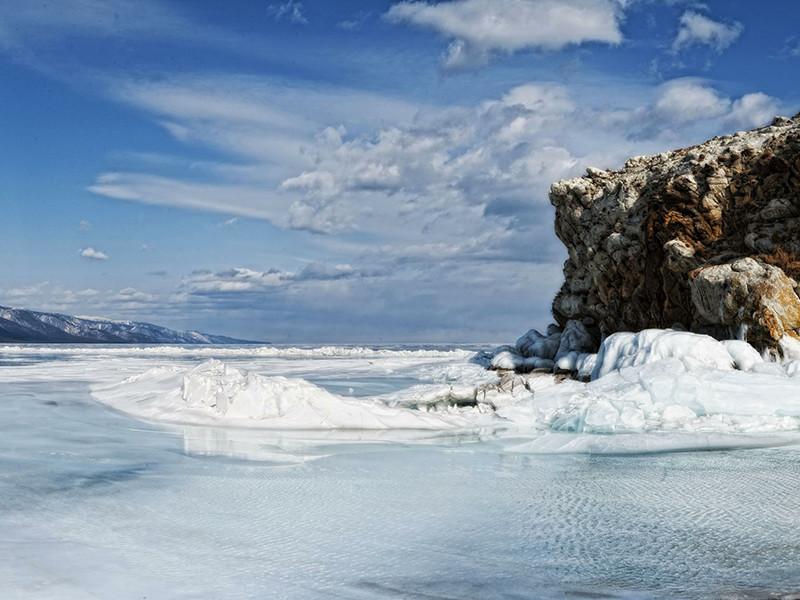 Уровень воды озера Байкал находится на минимальной отметке в 456 метров, утвержденной ранее правительством РФ, а к 1 января опустится еще ниже