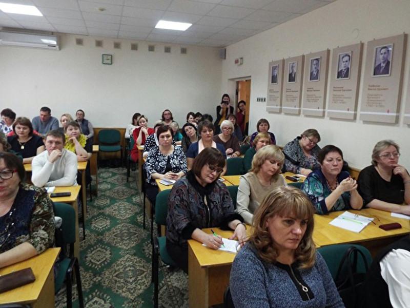 В Курганской области власти пытаются урегулировать конфликт с учителями из Звериноголовского района, которые заявили о снижении своих доходов и пригрозили забастовкой