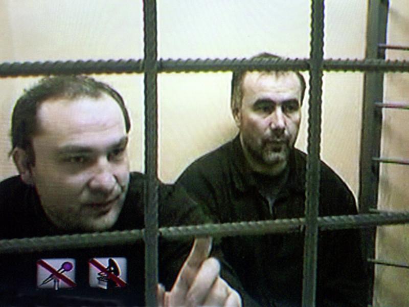 Приговоренных в 2004 году к пожизненному заключению за участие в подрыве в 1999 году жилого дома в Волгодонске Юсуфа Крымшамхалова и Адама Деккушева обвинили в расстреле российских военнослужащих в Чечне