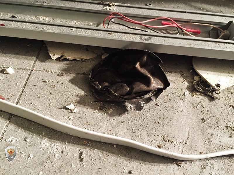 """Руководство сети магазинов """"Перекресток"""" отреагировало на взрыв в одном из супермаркетов сети в Санкт-Петербурге, в результате которого пострадали 13 человек, распоряжением демонтировать все камеры хранения в торговых точках сети"""