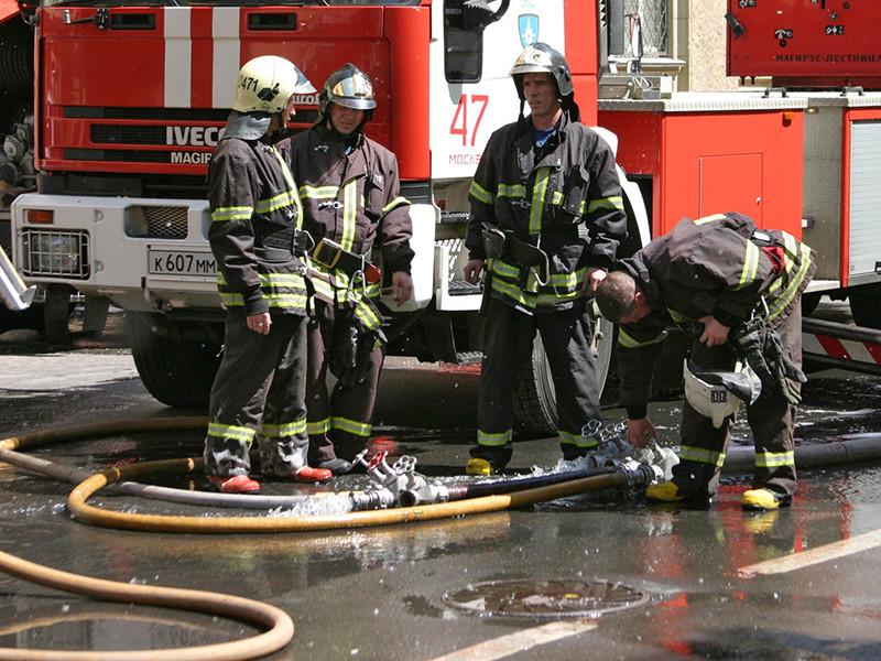 Пожар возник в 22-этажном жилом доме на Новорогожской улице в Москве