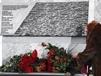 Сочинцы опустили в море цветы и свечи, почтив память погибших год назад в авиакатастрофе Ту-154