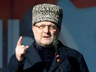 Чеченский министр по внешним связям Джамбулат Умаров заявил, что письмо дизайнера является попыткой попиариться на имени главы Чечни Рамзана Кадырова