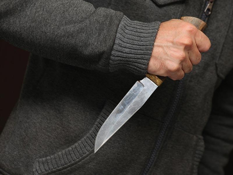 """На петербургского активиста Владимира Иванютенко напали неизвестные, сообщает """"ОВД-Инфо"""" со ссылкой на информацию в соцсетях. Он в реанимации с ножевыми ранениями"""