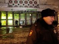 """Сейчас на месте происшествия работают около 50 сотрудников МЧС, взрывотехники и полиция. Кроме того, по словам очевидцев, к """"Пятерочке"""", где прогремел взрыв, стянулись спецслужбы"""
