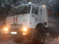 На Сахалине спасатели выкопали из снега 60 машин с людьми, проигнорировавшими предупреждения о циклоне
