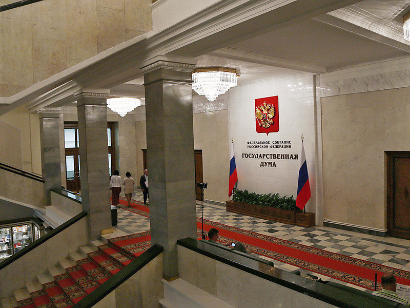 В качестве ответной меры на лишение аккредитации в конгрессе США журналистов канала RT в Госдуме хотят запретить посещать нижнюю палату журналистам всех американских СМИ