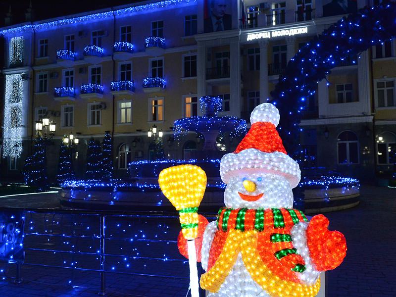 Главный Дед Мороз России в воскресенье прилетел в столицу Чечни Грозный