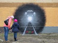 """В Петербурге """"очистили стену"""", закрасив граффити в память о жертвах теракта в метро"""