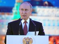"""Путин призвал в Новый год """"ждать сюрпризов"""" и беречь близких. ВИДЕО"""