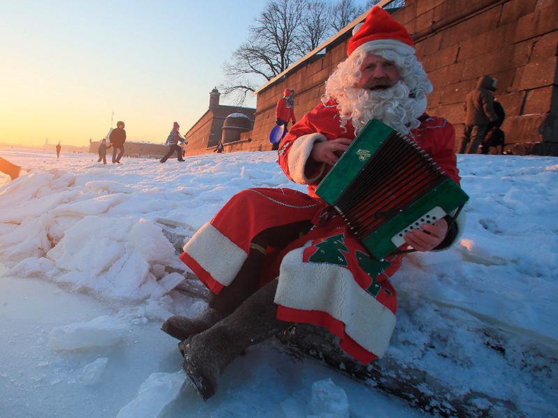 Роспотребнадзор преддверии Нового года рассказал, как не стать жертвой Дедов Морозов - мошенников