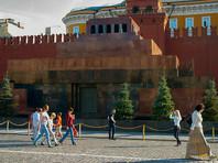 Тело вождя большевиков Владимира Ленина забальзамировано и хранится в мавзолее на Красной площади в центре Москвы
