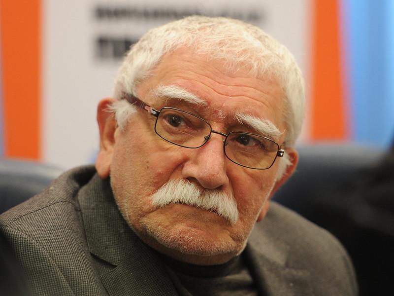 Армена Джигарханяна, у которого подозревали гипертонический криз, выписали из больницы
