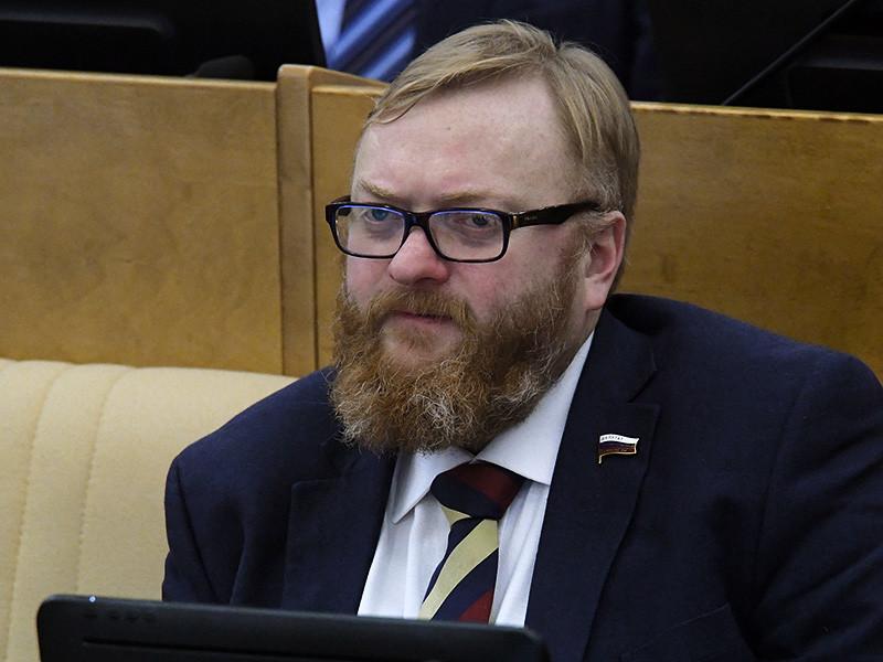 Депутат Виталий Милонов на фоне всплеска подросткового насилия решил вновь предложить коллегам рассмотреть законопроект о регистрации в соцсетях по паспортам