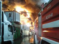 Пожарно-спасательные подразделения полностью ликвидировали пожар в ангаре с пластиком в подмосковном Подольске