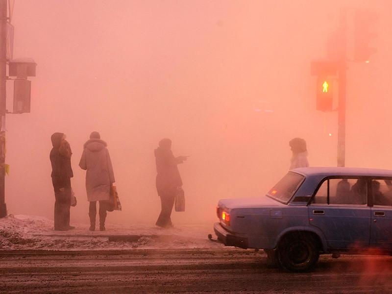 В центре Омска на 30-градусном морозе произошел прорыв водопровода, несколько улиц залило водой, которая быстро превратилась в ледяную корку
