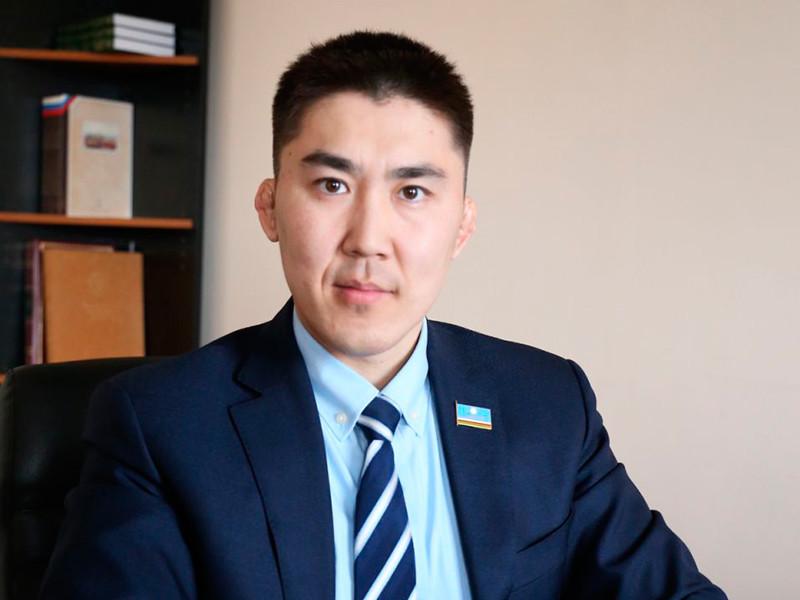 Министр инвестиционного развития и предпринимательства Якутии Антон Сафронов искупался на полюсе холода в селе Оймякон при температуре 63 градуса ниже нуля