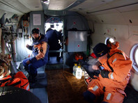 Обследовано более 29600 квадратных километров акватории. Поисковые работы осложняются снегом и ветром. В поисках принимают участие 101 человек и шесть единиц техники, в том числе от МЧС России - 42 человека и две единицы техники