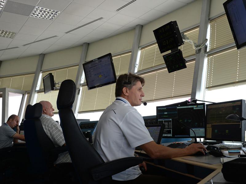 Пилотам обоих воздушных судов под команды диспетчеров удалось благополучно развести в воздухе самолеты и приземлиться