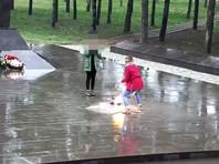 На Кубани две школьницы привлечены к административной ответственности за танцы у Вечного огня (ВИДЕО)